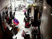 2 ارایشگر ماهر بدون مشتری . 1 وردست در شیپور-عکس کوچک