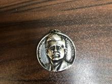مدال یادبودی جان کندی-امریکا-دوره پهلوی در شیپور-عکس کوچک
