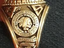 انگشتر دانشجویی آمریکایی.طلای 14 عیار.وزن 21.77_طر در شیپور-عکس کوچک