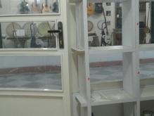ویترین پشت شیشه مغازه ام دی اف  در شیپور-عکس کوچک