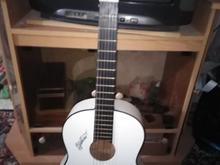 گیتار سفید رنگ ایرانی خیلی کم کار کرده صداش عالیه در شیپور-عکس کوچک