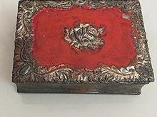 جعبه فلزی کوچک قدیمی در شیپور-عکس کوچک