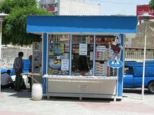 یه نفر جهت فروشندگی در دکه در شیپور-عکس کوچک