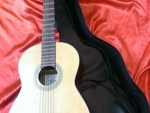 گیتار کاملا سالم بهمراه کیف چرم  در شیپور-عکس کوچک
