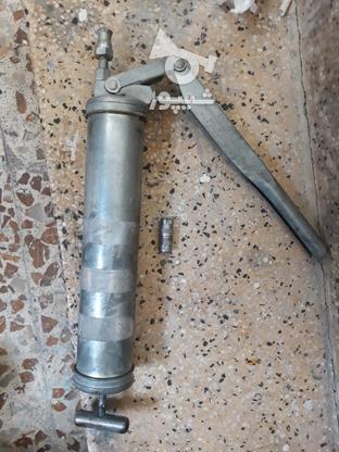 گریس پمپ دستی امریکایی ودرب روغن بازکن امریکایی  در گروه خرید و فروش صنعتی، اداری و تجاری در تهران در شیپور-عکس1