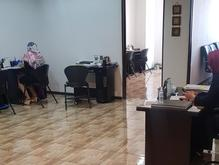 تعدادی کارمند فروش خانم (بازاریاب تلفنی) در شیپور
