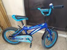 دوچرخه آبی رنگ  در شیپور