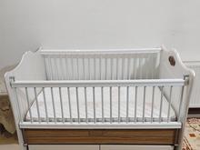 تخت نوزاد دارای دو حالت گهواره و ثابت در شیپور
